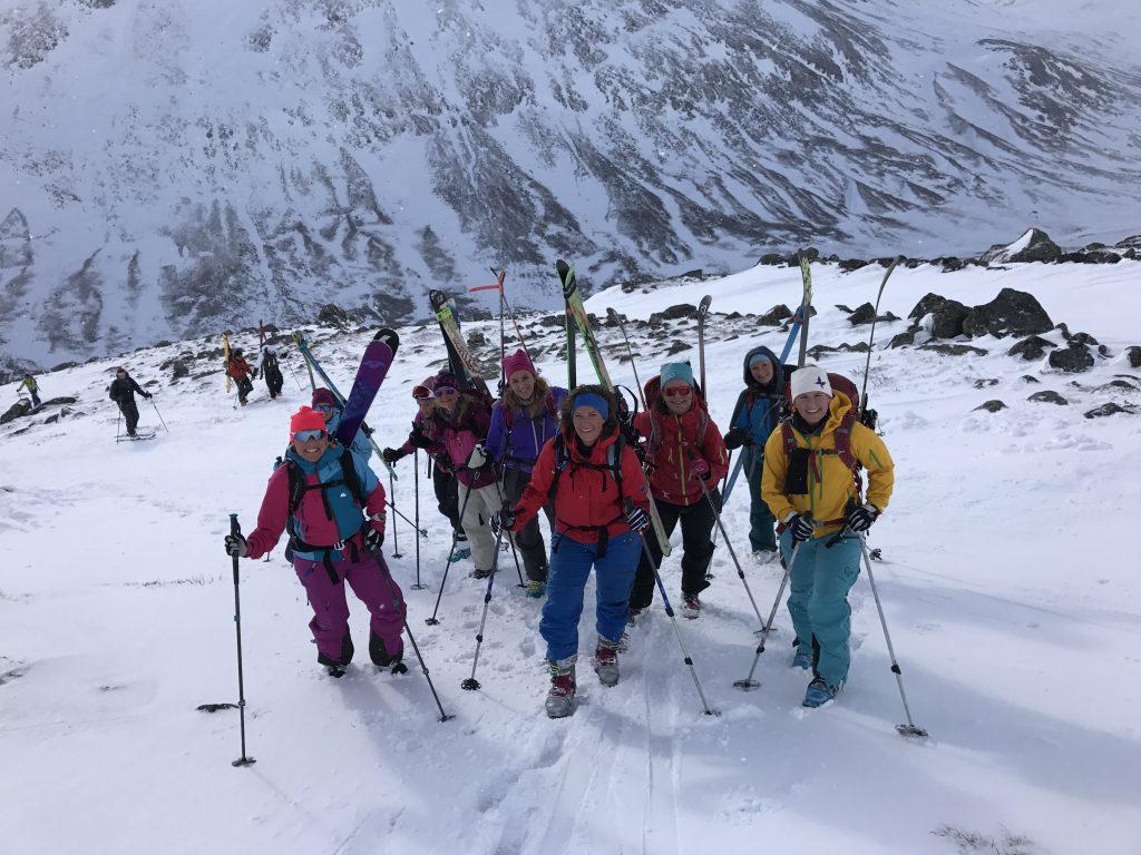 Jenter på vei mot toppen